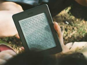 reading-outside-on-kindle