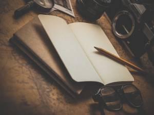 notebook-pecil-vitage-camera